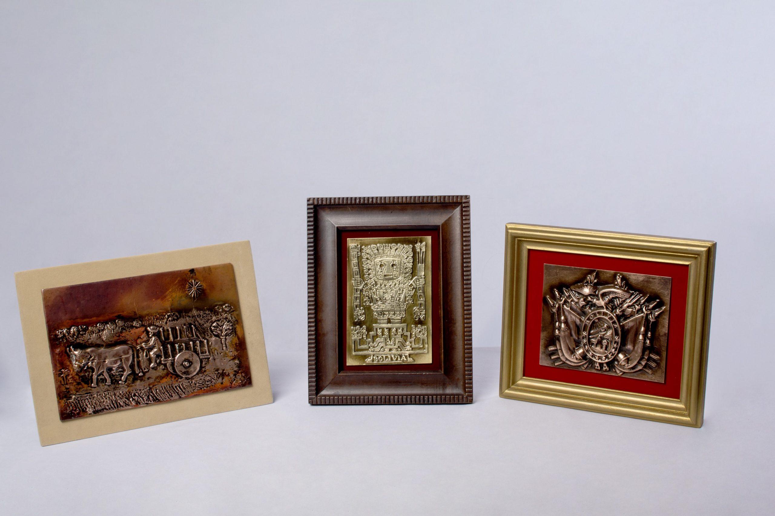 Cuadros con alto relieve (repujado en metal).Material Cobre, bronce y estaño.
