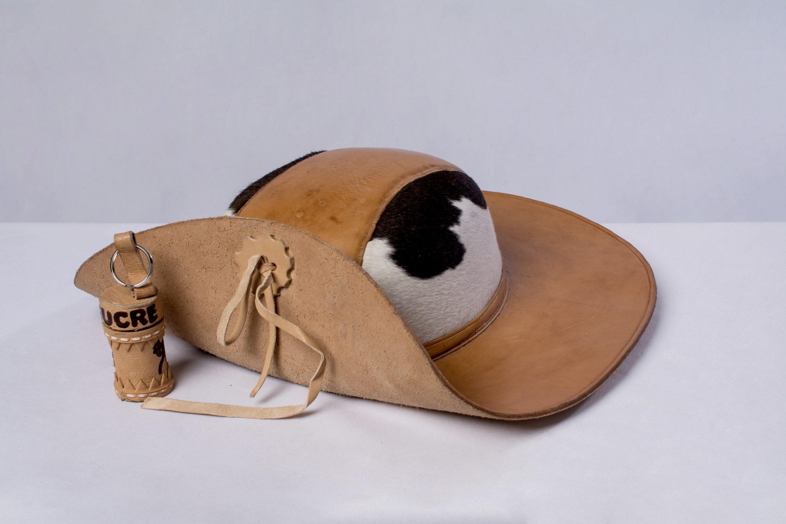Sombrero Chaqueño (artesanía en cuero).Material: Cuero de res.