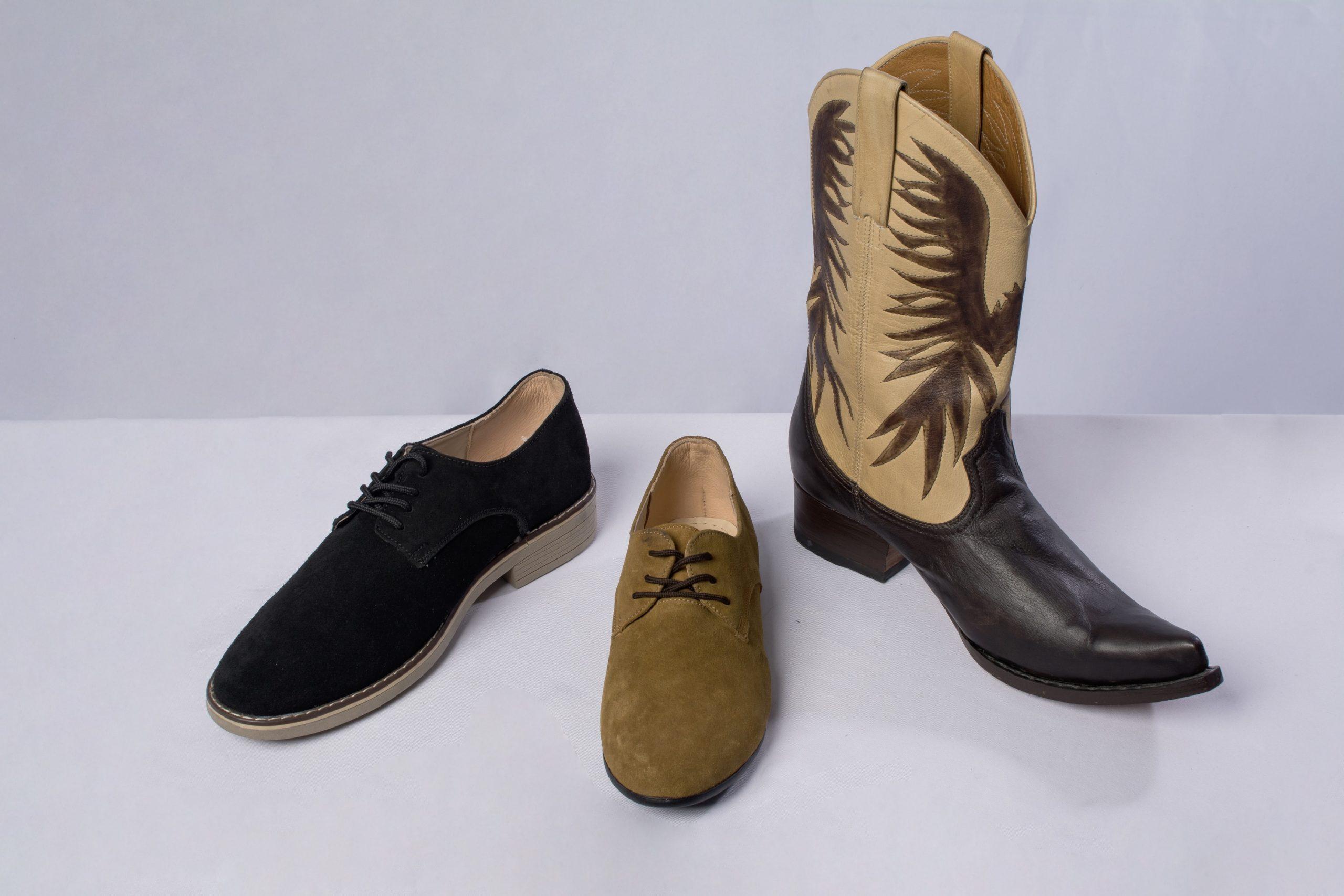 Bota y zapatos de diario. Material: Cuero de llama, res, cuero nobu y cuero lustrable.
