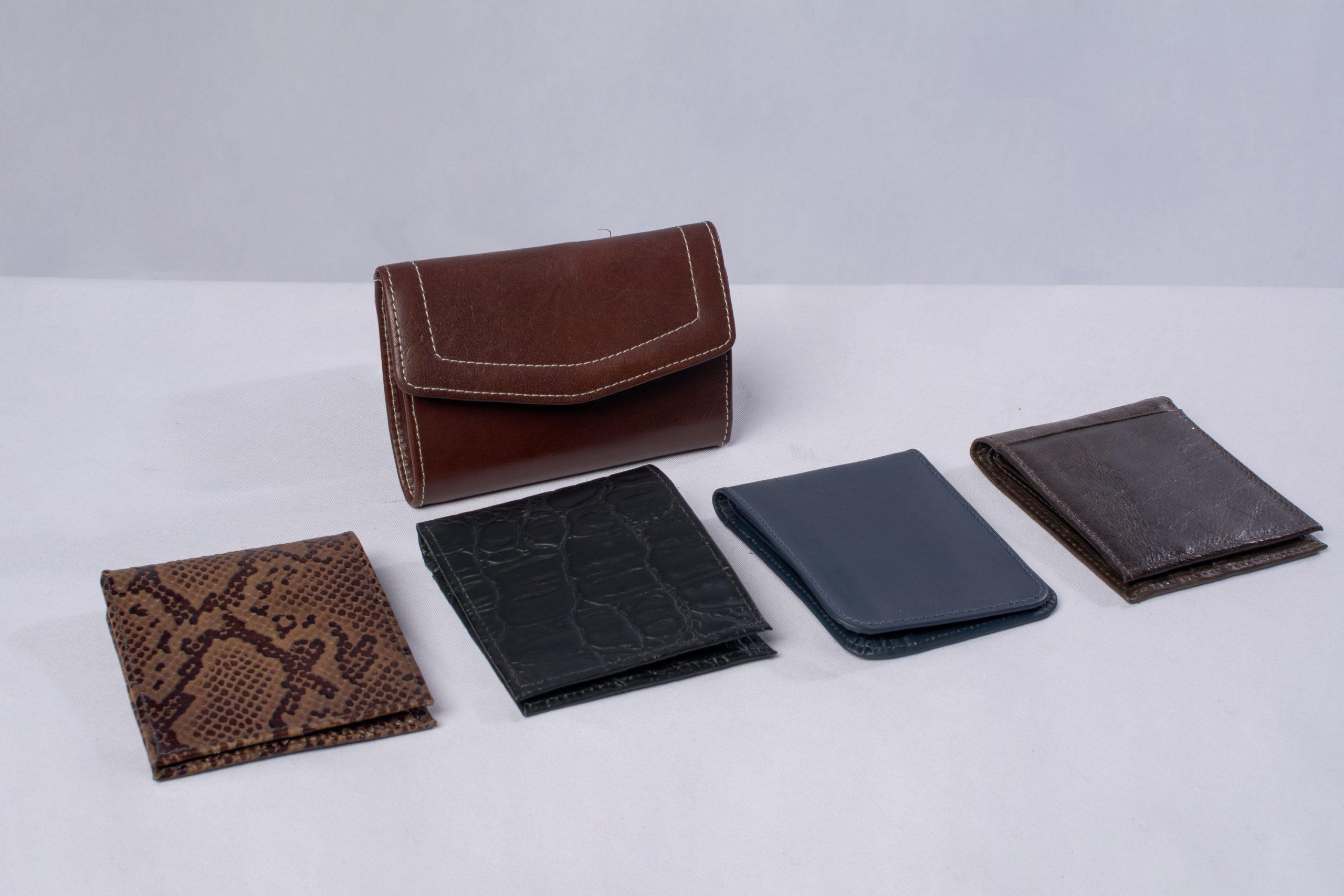 Billeteras de cuero (Marroquinería). Material: Cuero de res.