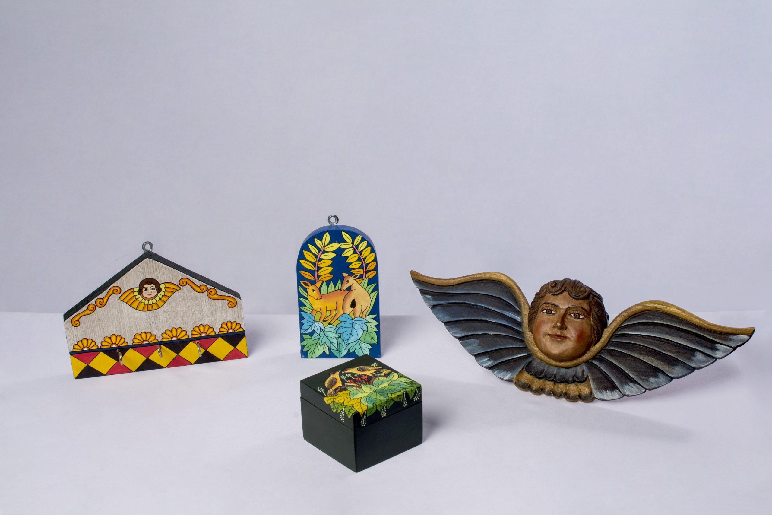 Querubines tallados en madera (Misión Jesuita de la Chiquitanía).Material: Madera cedro.